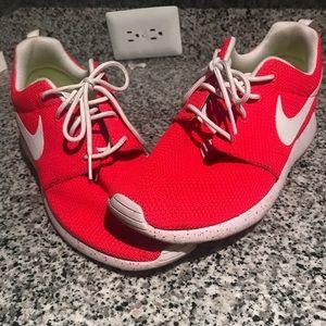 Nike Roshe rubs size 9.5